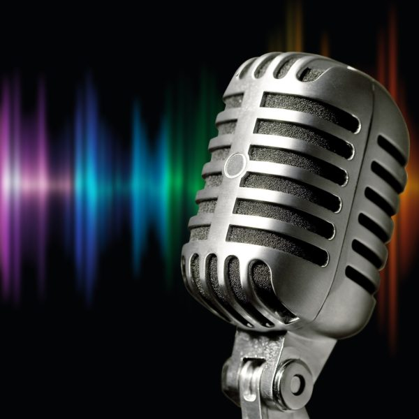microphone-1074362_1920